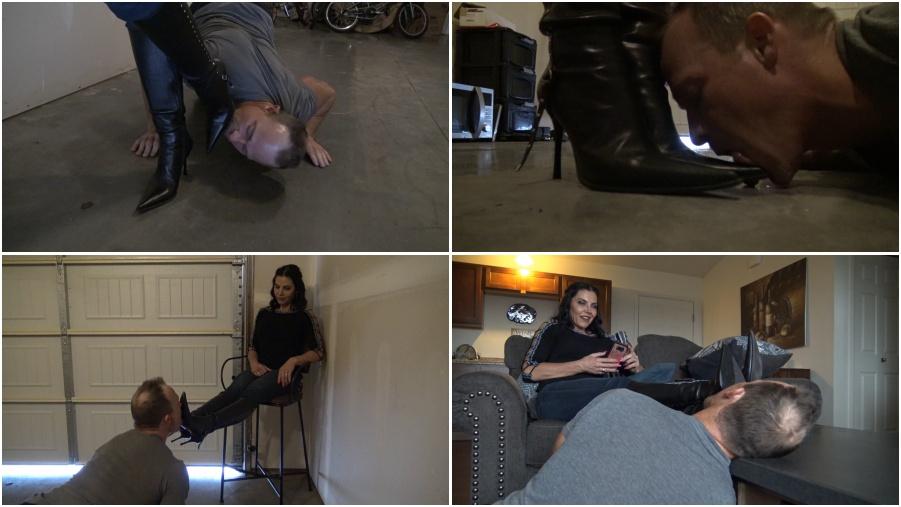 Goddess Zephy - Lick my boot soles